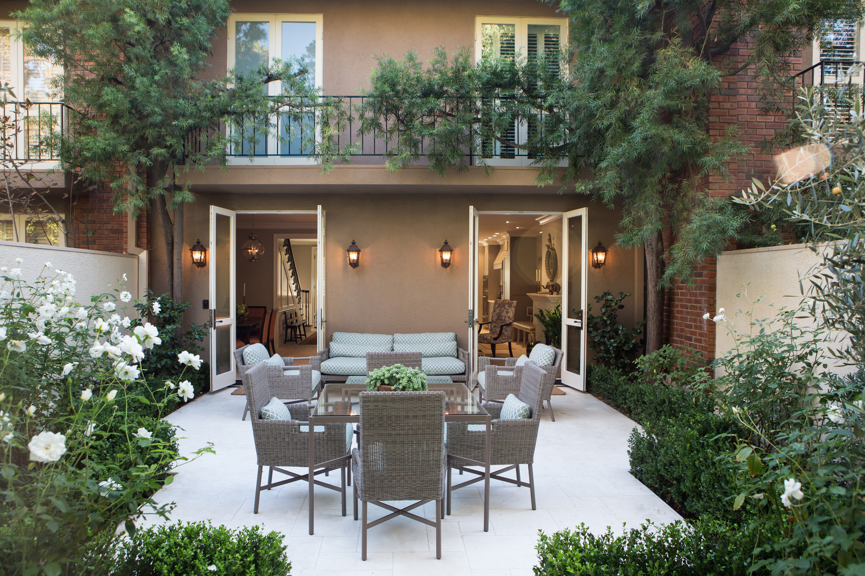 Elegant townhome in pasadena charmean neithart interiors for Elegant patios